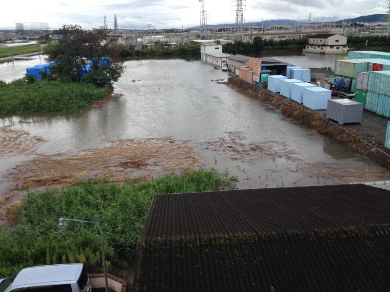 台風接近 すごい雨ですね