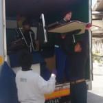 トラックから降ろして搬入開始