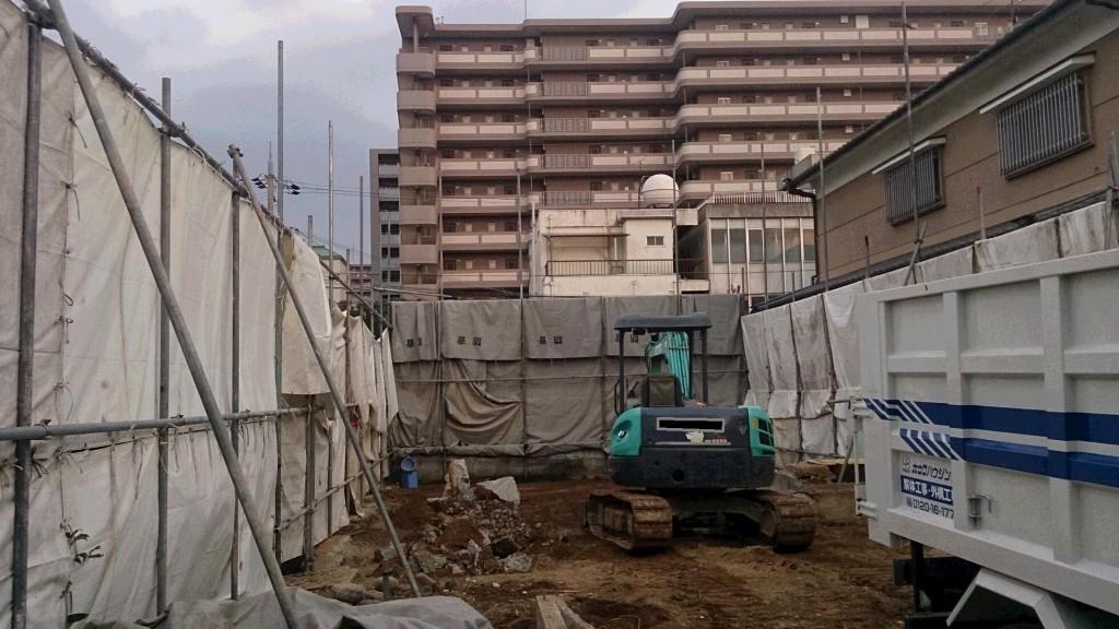 橿原市解体工事現場(基礎の撤去)