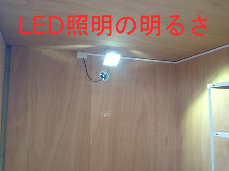 P-BOY(防災倉庫)によく取付させて頂く照明。