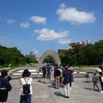平和記念公園内にある原爆死没者慰霊碑