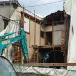 解体工事のすぐ隣をJR大和路快速が疾走 | 桧家住宅さんでお建て替えなされるお客様