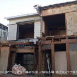 家の前部を手作業で解体 | ハウスドゥ!さんでお建て替えなされるお客様