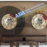 懐かしいAXIAのスケルトンカセットテープ