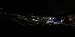 上部からパノラマ撮影した光の会場