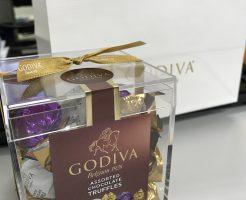 透明の小箱に入ったゴディバのトリュフチョコレート