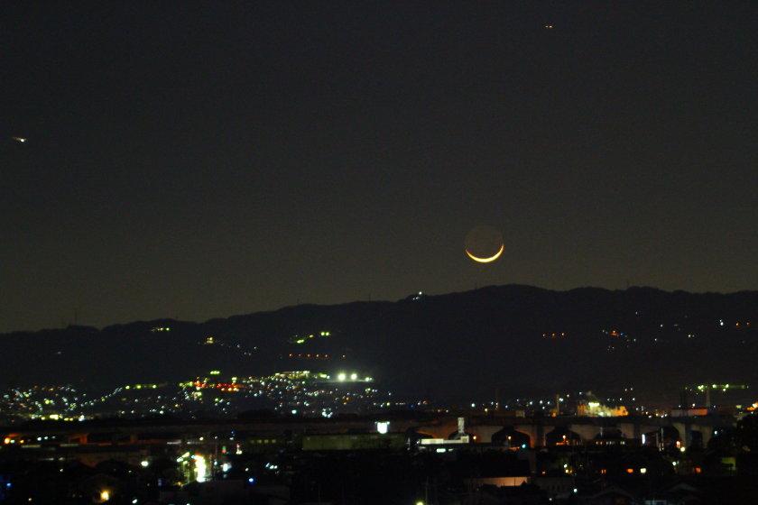信貴山と三日月