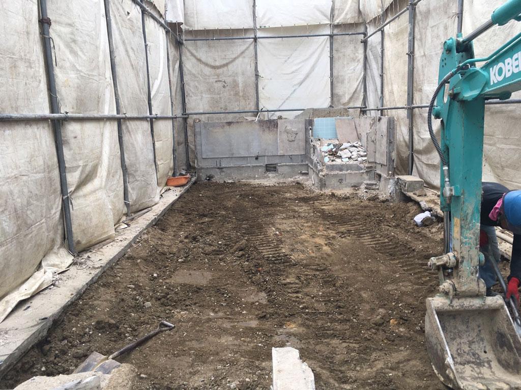 基礎コンクリートの撤去