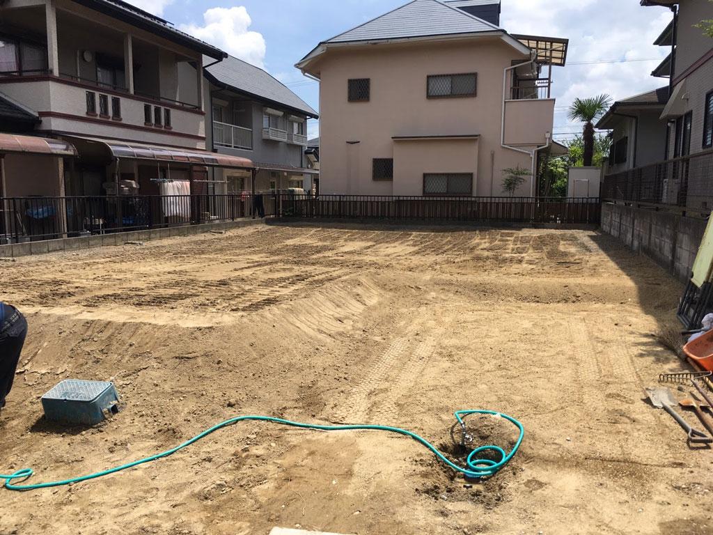 敷地の整地と掃除