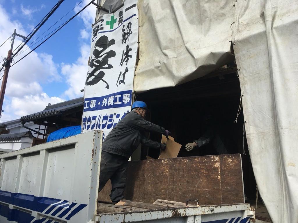 建物養生と屋根瓦の撤去