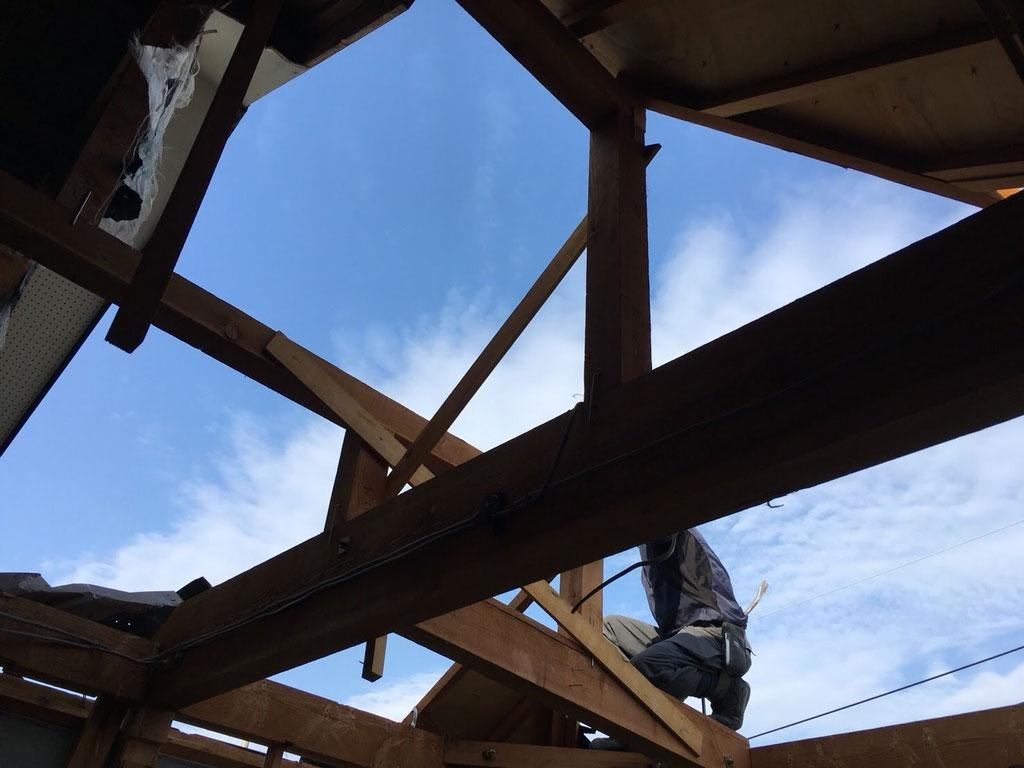 重機の使用不可 | 生駒郡三郷町で人力手作業による解体工事