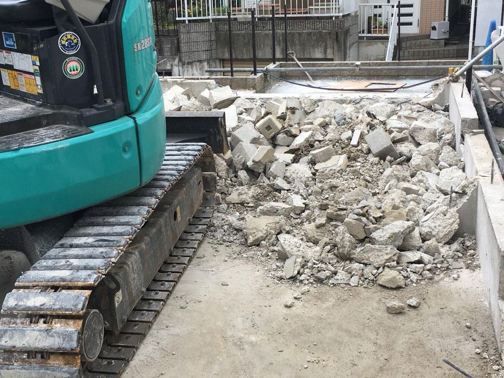 基礎コンクリートの取り壊し