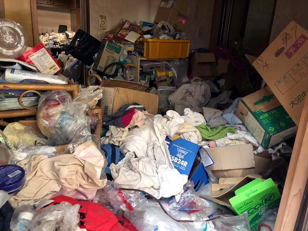 天理市でゴミ屋敷状態のお部屋をお片付け