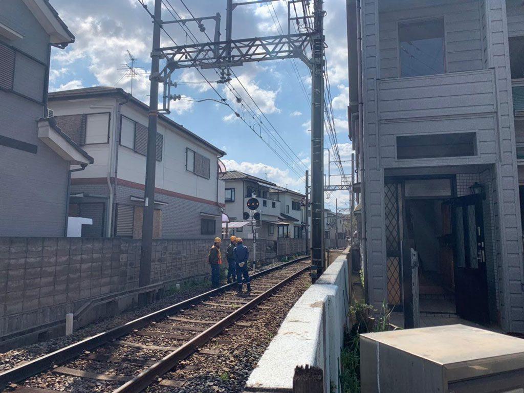 磯城郡田原本町で鉄道線路際の解体工事