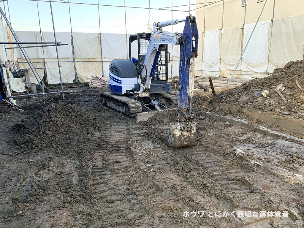斑鳩町で空き家と酒屋さんの解体工事