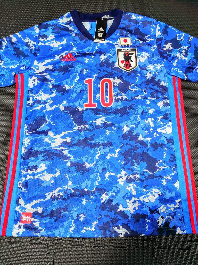 サッカー日本代表新ユニフォーム表面