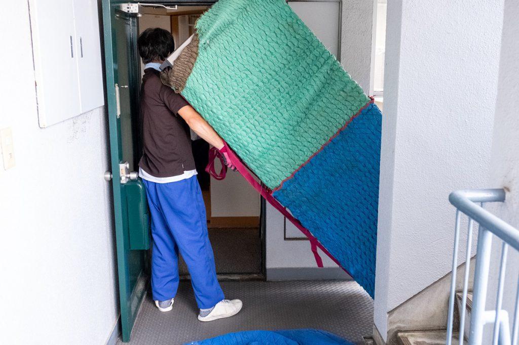 ご新築へお引越し。冷蔵庫搬出。