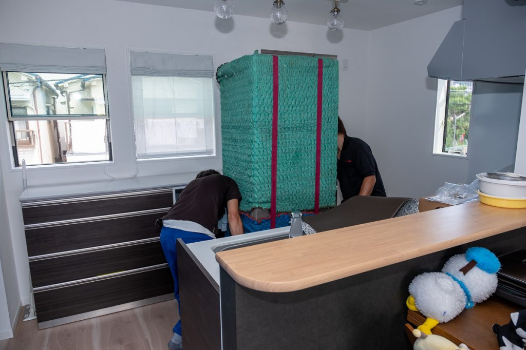 ご新築へお引越し。冷蔵庫無事到着。
