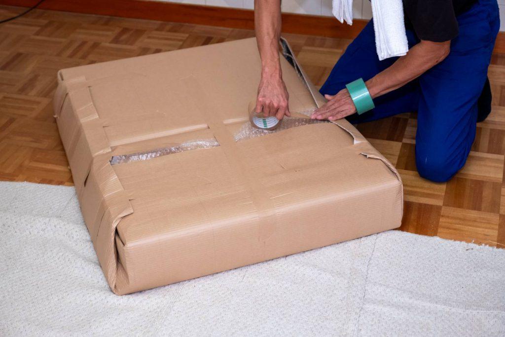 橿原市にてお建て替え 家具梱包1