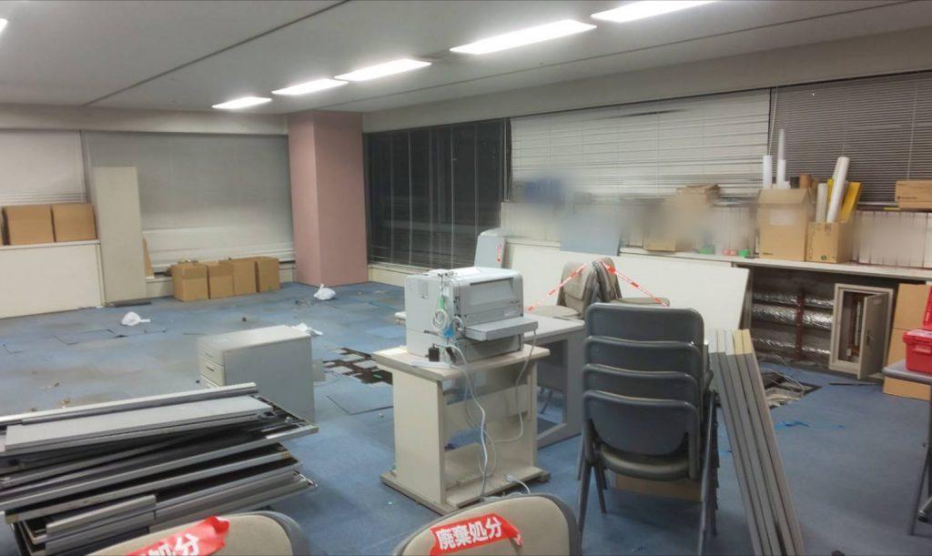 事務所床の張り替え工事に伴うお引越し③