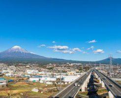 絶景の富士山と高速道路