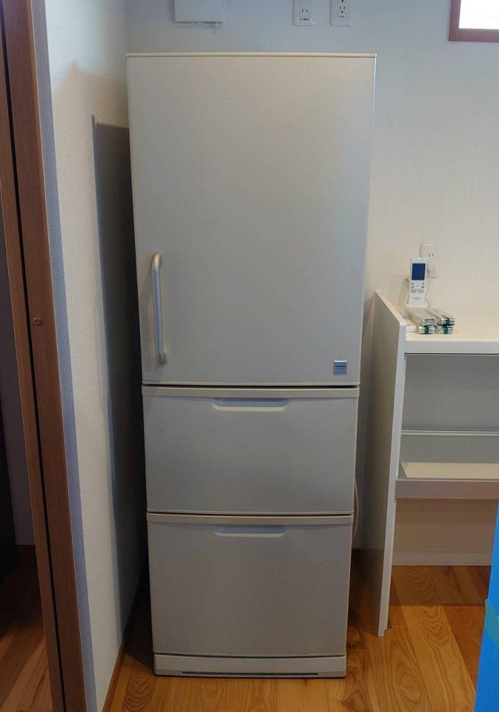 ご新居にて冷蔵庫の設置完了。