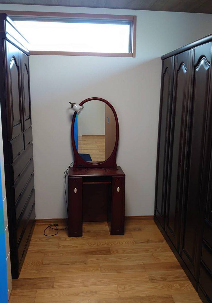 ご新居にて大型家具の設置完了。