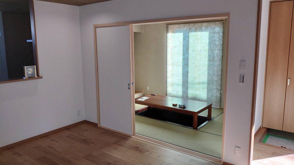 ご新居内部、リビングと和室です。
