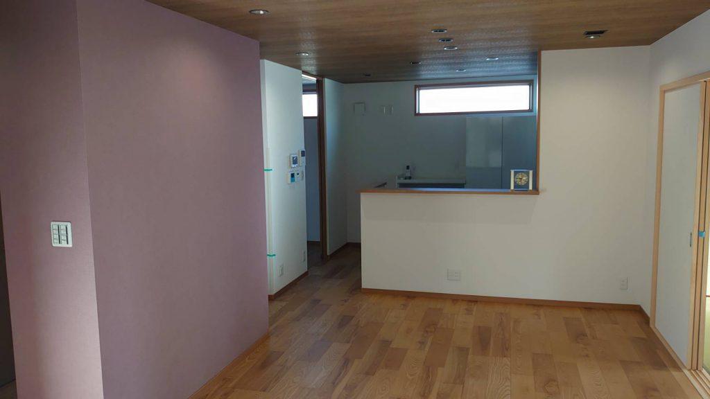 ご新居内部、リビングとキッチンです。