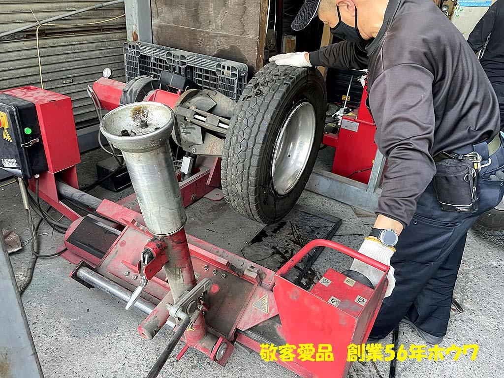 冬用タイヤから夏用タイヤへの入れ替え | 大型タイヤチェンジャー