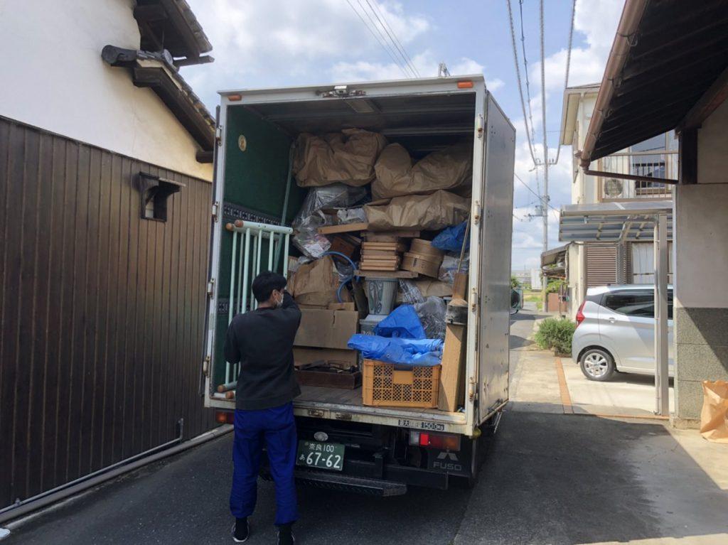 トラックへの積込も最も大切な作業です。