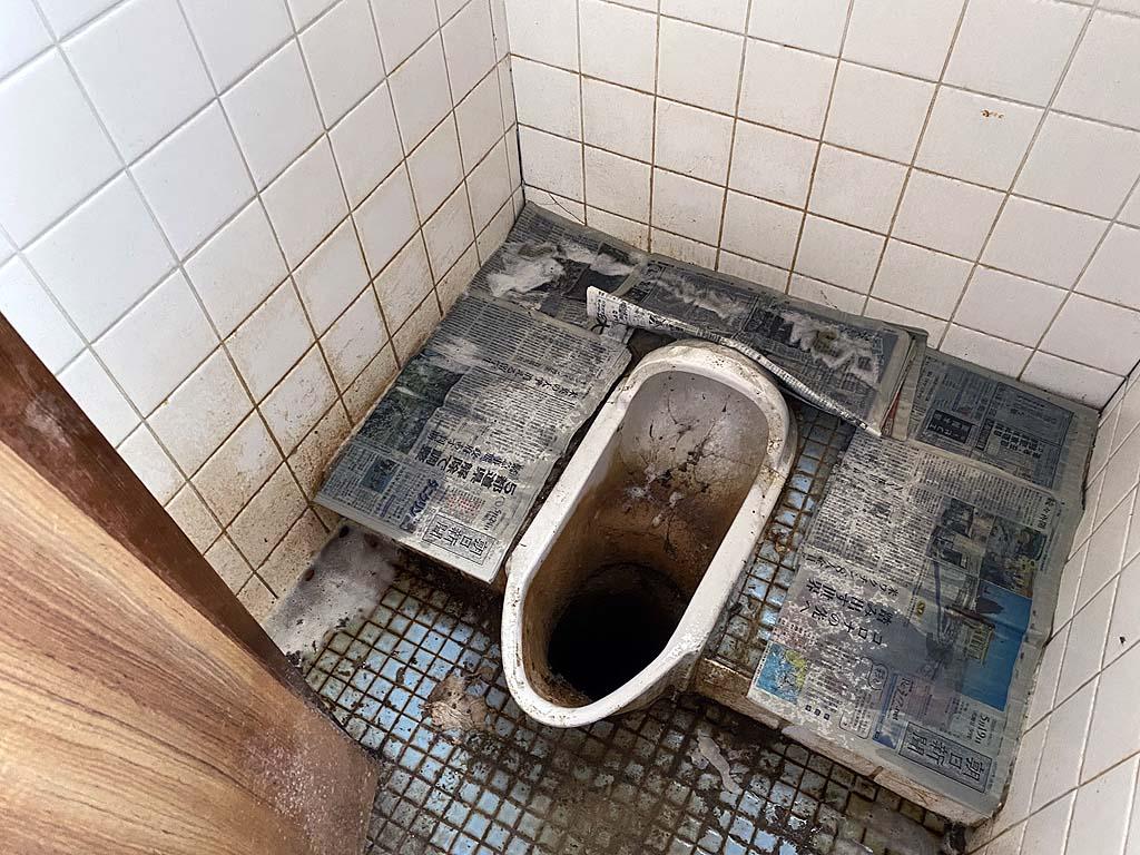 汲取り式トイレ