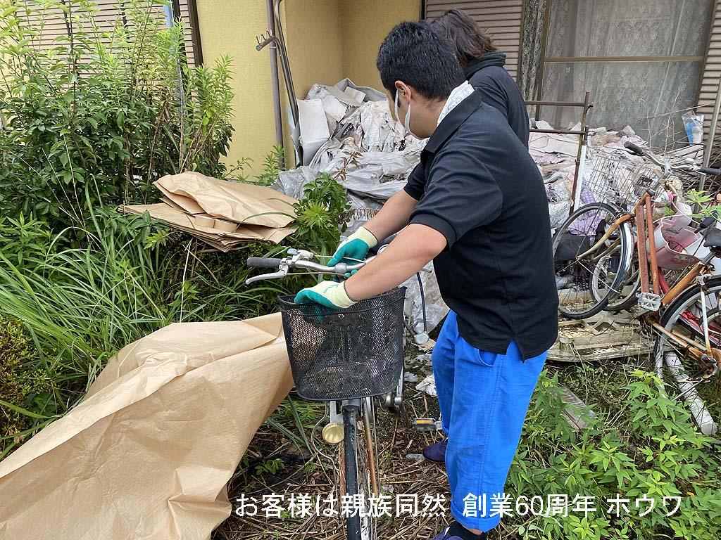 ハチ、クモ、ゴキブリの巣窟状態を一掃 | 奈良市で外庭周りのお片付け